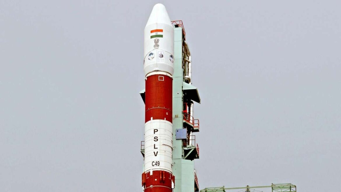 ISRO Preparing to Launch New-Generation Mini Rocket SSLV on Initial Flight !!